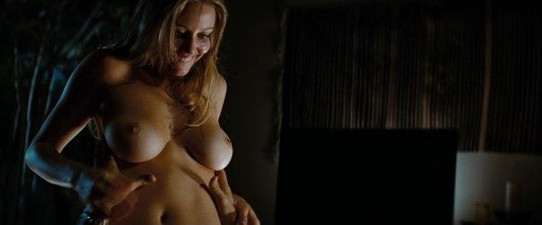 Голая Ронда Роузи в эротических фотосессиях