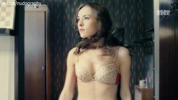 seks-v-chulkah-i-kablukah-video