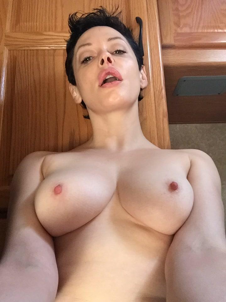 порно ролики с роуз макгоуэн бесплатно