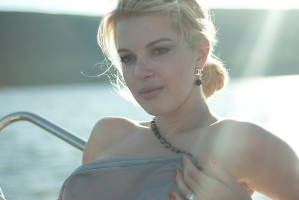Голая Настя Гулимова актриса видно её сиськи попку и