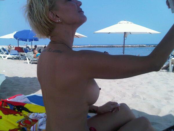 кончает анального лера голая на пляже своих родителей