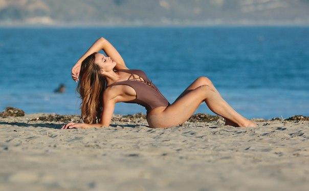 Те кто голые на пляже работает