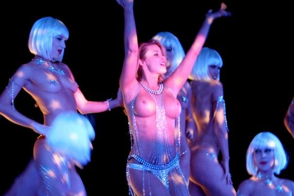 голые танцы на сцене - 4